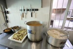 Projeto Comida Que Faz Bem leva refeições saudáveis a pessoas em vulnerabilidade alimentar em Curitiba