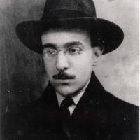 Fernando Pessoa - Às vezes, em dias de luz perfeita e exacta