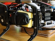 The twist tie secures the camera by looping around the frame and rear boom support struts, also preventing any fore/aft movement