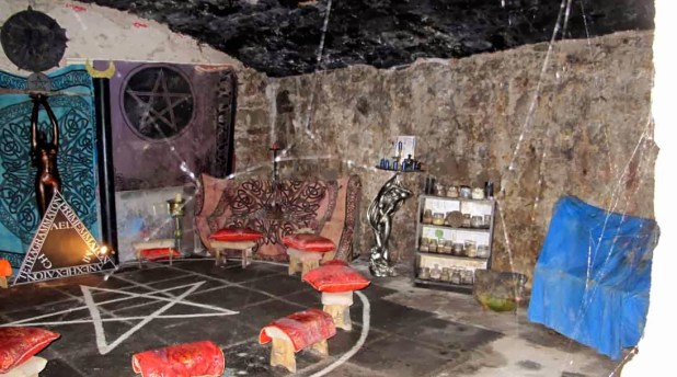 witchs-vault2