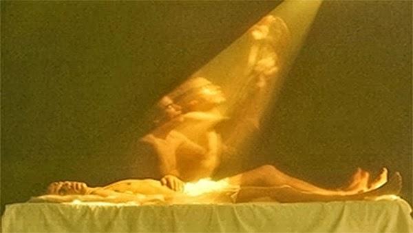 Un scientifique russe photographie l'âme se détachant du corps!
