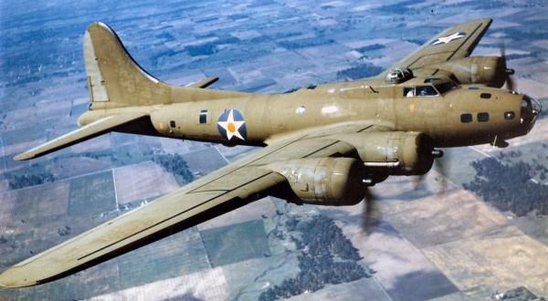 Une histoire incroyable d'un chasseur bombardier US sans équipages