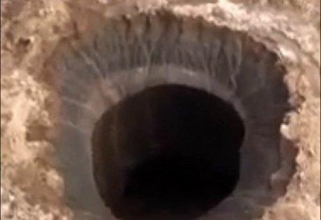 Sibérie: le mystérieux trou a fait un petit