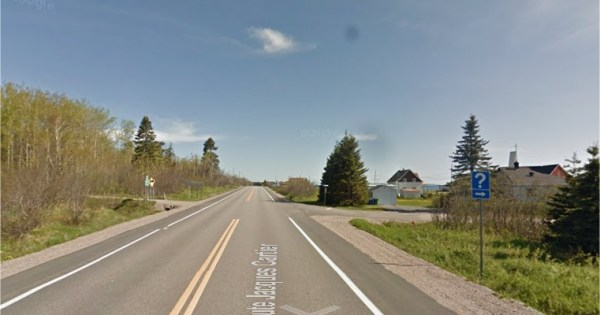 Une orbe noire dans un village au Québec sur Google Street