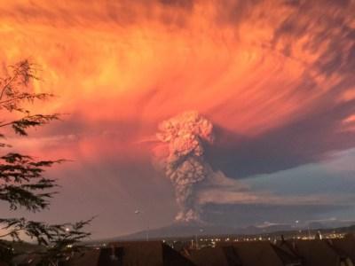 Chili: le volcan Calbuco entre en éruption par surprise!!