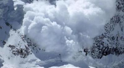 Népal : la terrible avalanche de l'Everest filmée par un rescapé