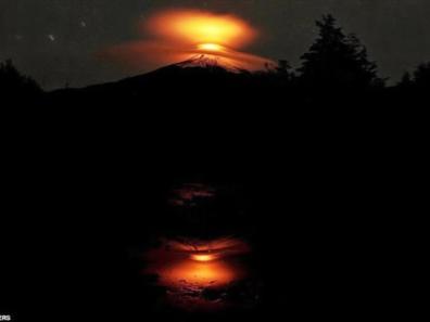 ob_db42a6_villarrica-volcanic-eruption04