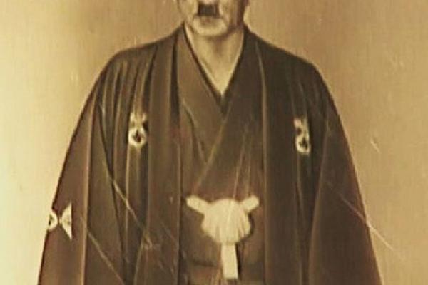 L'étrange photo d'Hitler en kimono japonais