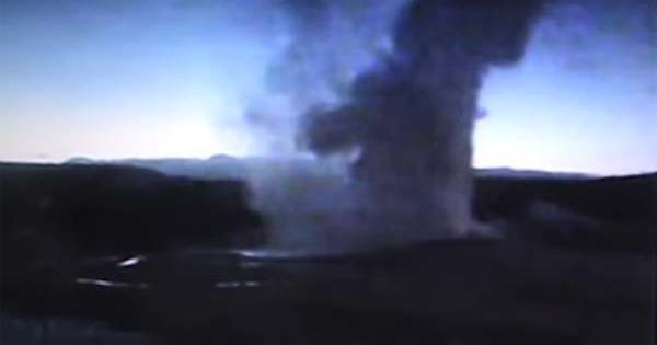 Hier, Yellowstone crachait des boules de feu et des éclairs étaient visibles