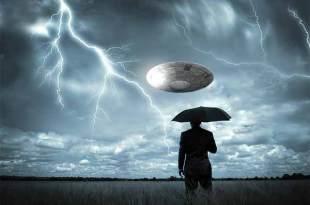 Une flotte d'ovnis filmée lors d'un orage… Se rechargent-ils ?