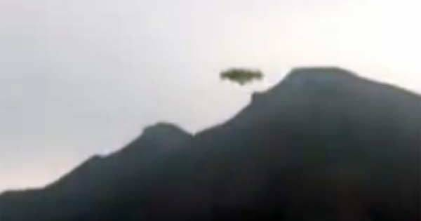 Un Ovni observé en train de survoler des montagnes en Bolivie