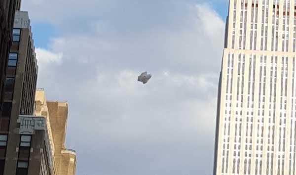 Un touriste a accidentellement pris en photo un ovni près de l'Empire State Building, New York