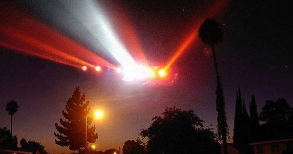L'officier en charge des communications de l'OTAN a révélé que des Extraterrestres rendent visite à la Terre