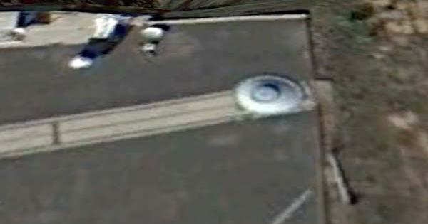 Un OVNI garé au Jet Propulsion Laboratory, au Nouveau Mexique