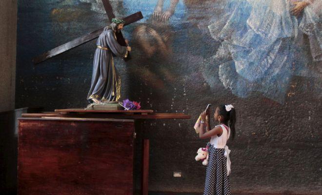 Miracle au Mexique: la statue de Jésus bouge pendant la messe