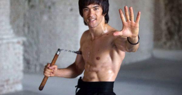 Vidéo: Le sosie afghan de Bruce Lee marche dans les pas de la star des arts martiaux