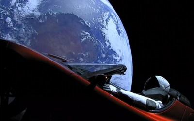 Vidéo: Une voiture Tesla filmée dans l'espace, le gros coup d'Elon Musk