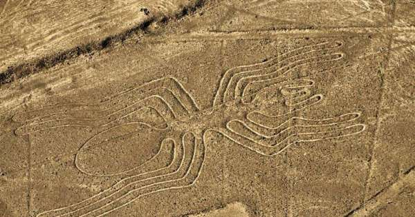 Un semi-remorque veut éviter un péage, il roule sur les célèbres lignes de Nazca