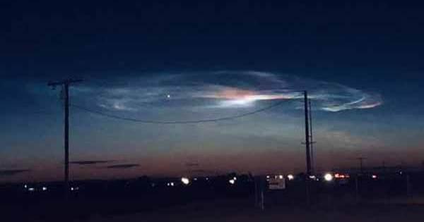 """Un étrange """"nuage"""" vu dans le ciel de l'Arizona, de la Californie et du Mexique"""