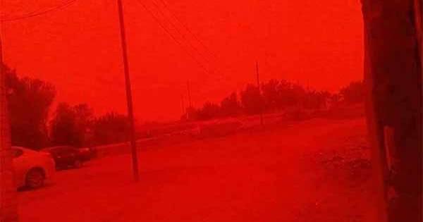 Vidéos: Le ciel devient ROUGE après l'explosion d'une Bombe IEM en Syrie et en Irak