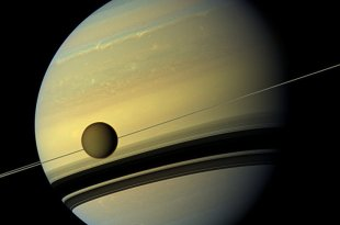 Des extraterrestres sur un satellite de Saturne ? Une scientifique de la Nasa y croit