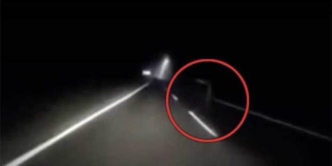 Un fantôme a été pris en vidéo sur une route en Malaisie