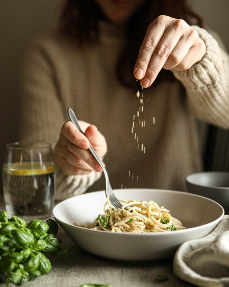 vegaaninen chili parmesaani pasta
