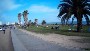 A famosa Rambla uruguaia num domingo ensolarado
