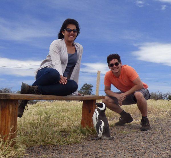 A gente posando com um pinguim