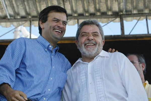 Foto de 2004: Aécio, governador de Minas, e Lula, presidente da República
