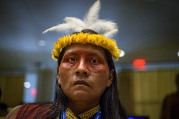 Participante do Fórum Permanente sobre Assuntos Indígenas, na sede da ONU, em Nova Iorque. Foto: ONU/Loey Felipe