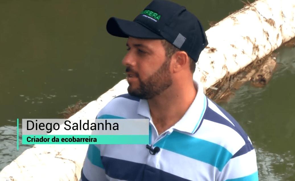 Morador cria ecobarreira em rio e vira exemplo