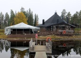 Oikealla oleva tilausravintola Kultala palvelee Rukan Salongin vieraita tilauksesta.
