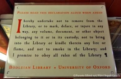 Bodleian-kirjaston käyttösääntäjä postikortissa.