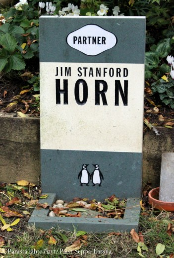 Jim Stanford Hornin hautamuistomerkki.
