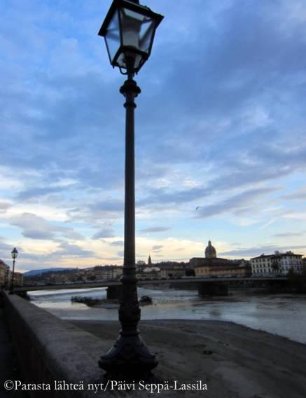 Taustalla Firenzen halki kulkeva Arnojoki. Kuvat on otettu marraskuussa 2013.