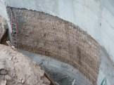 Installation des fers pour le coulage de la partie extérieure de la rampe d'accès aux sous-sol, 3° niveau