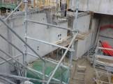 Extrémité Ouest (bâtiment A) vue de profil, les trous dans la partie supérieure indique l'espace technique à venir