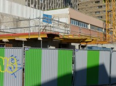 Poutres support en prévision du coulage des balcons à l'angle Sud-Ouest