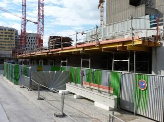 La construction des balcons a été arrêtée à l'entrée des bâtiments A&B