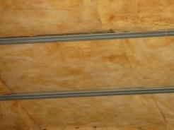 Laine de roche posée en isolant dans un faux-plafond
