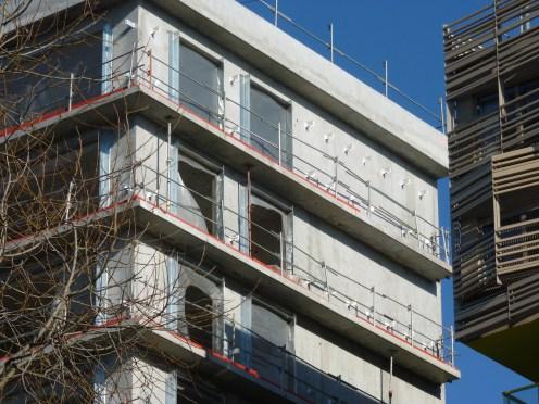 Pattes de fixation du bardage, derniers étages, façade Est