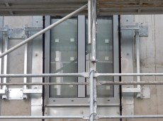 Structure de fixation des gardes corps sur les fenêtres arrières de Parc 17