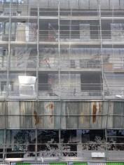Début de la pose du bardage en façade Nord, Bâtiment C