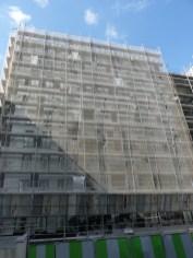 Pose du bardage, façade Nord, bâtiment C