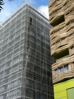 Pose du bardage, façade Est, Bâtiment C, Parc 17