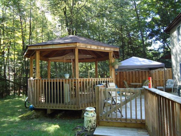 1909 Lakeview Drive Lake Ariel PACozy Cape Cod with