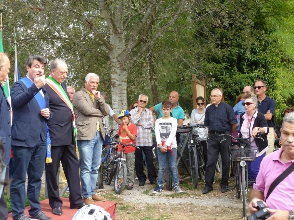 I nostri Soci Lippi e Falena promotori del collegamento ciclabile realizzato tra porta S. Maria e terrazza Petroni   (6/6)