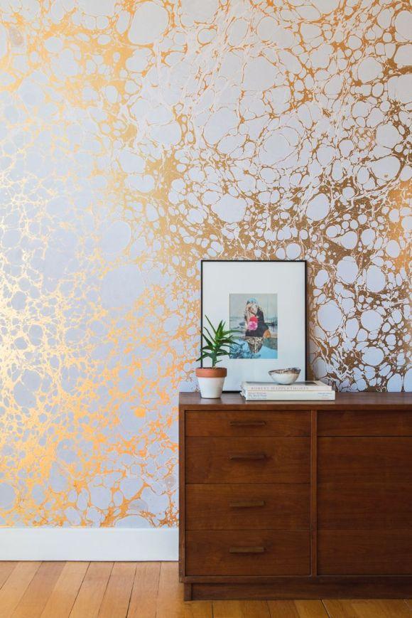 Papier peint doré effet marbré, Calico Wallpaper