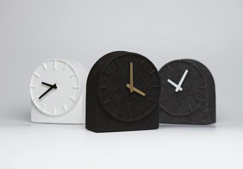 Felt clock - Sebastian Herkner design - Crédit Photo Sebastian Herkner studio